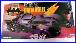 BATMAN THE DARK KNIGHT COLLECTION BATMOBILE KENNER 1990 IN BOX (damaged box)