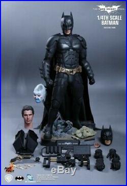 Batman THE DARK KNIGHT 1/4 HOTTOYS new Never exposed