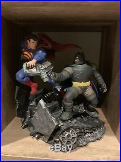 DC Collectibles The Dark Knight Returns Batman Superman Statue