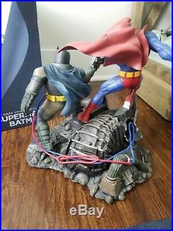 DC Collectibles The Dark Knight Returns Batman Vs Superman Statue