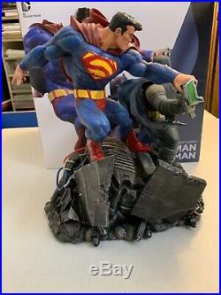 DC Collectibles The Dark Knight Returns Superman Batman Statue Frank Miller