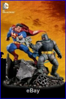 DC Collectibles The Dark Knight Returns Superman vs Batman Full Size Statue New