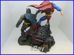DC Collectibles The Dark Knight Returns Superman vs. Batman Statue Damaged Box