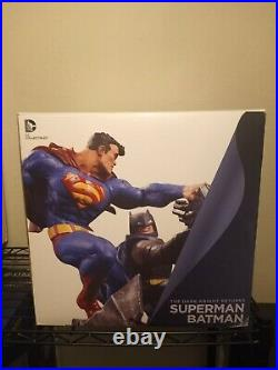 DC Collectibles The Dark Knight Returns Superman vs. Batman Statue Full Size