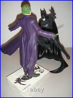 DC DIRECT The JOKER VS DARK KNIGHT BATMAN STATUE SET Heath Ledger MIB JLA BATMAN