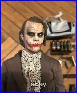 Hot Toys 1/6 Bank Robber Joker 2.0 The Dark Knight Collectible Figure