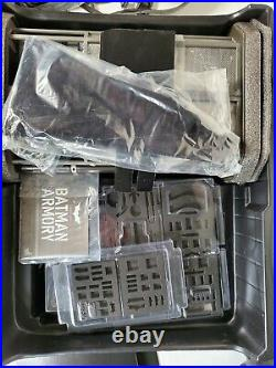 Hot Toys The Dark Knight MMS234 Batman Armory 1/6th figure Collectible 12