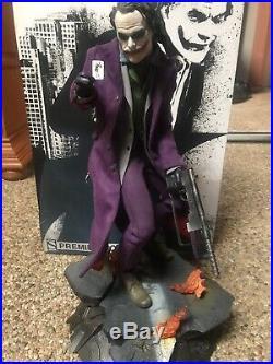 Sideshow The Dark Knight Premium Format Joker Statue Heath Ledger