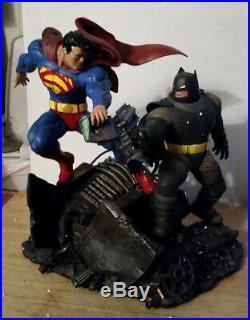 Superman Vs Batman Statue The Dark Knight Returns Cracked Foot & Hand DC Comics