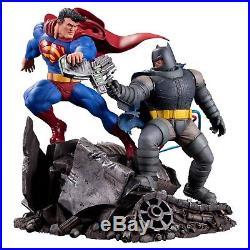 The Dark Knight Returns Superman Vs. Batman Porcelain Statue Derek Miller