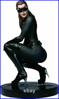 The Dark Knight Rises Catwoman 16 Scale Icon Statue Anne Hathaway DC Direct